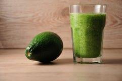 Смесь, смешивание зеленых овощей, вытрезвитель, концепция диеты Стоковые Фотографии RF