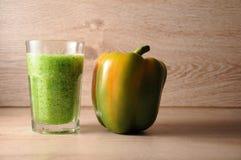 Смесь, смешивание зеленых овощей, вытрезвитель, концепция диеты Стоковое Изображение