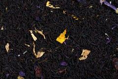 Смесь чая клюквы, розового просвирника, лепестков солнцецвета, ароматности  Стоковые Изображения RF