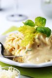 сметанообразное спагетти соуса стоковая фотография