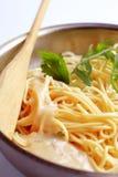сметанообразное спагетти соуса стоковые изображения