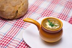 Сметанообразные суп и хлеб Стоковые Фото