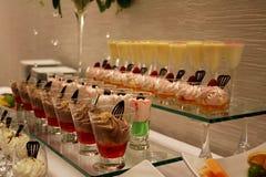 Смешанное мороженое в стеклянных чашках Стоковая Фотография