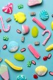 Смешанное собрание красочной конфеты, на голубой предпосылке Стоковое Изображение
