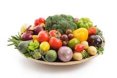 Смешанные и сортированные различные овощи изолированные на белом backgr стоковые изображения rf
