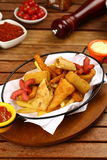 Смешанные наггеты цыпленка, фраи француза и сосиски Стоковое Изображение RF