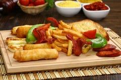 Смешанные наггеты цыпленка, фраи француза и сосиски Стоковые Изображения