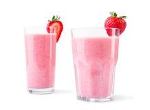 Смешанные пить клубники в стеклах Несколько органические smoothies изолированные на белой предпосылке Здоровые напитки Стоковые Фото