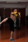 Смешанный боец боевых искусств готовый для боя Стоковые Фотографии RF
