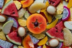 Смешанный крупный план зрелых и свежих фруктов для красочной предпосылки Стоковые Изображения