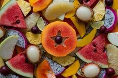 Смешанный крупный план зрелых и свежих фруктов для красочной предпосылки Стоковая Фотография