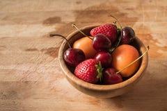 Смешанный плодоовощ в шаре стоковые фотографии rf