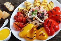 Смешанный салат продукта моря на плите Стоковое фото RF