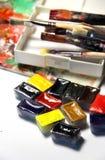 Смешивание акварелей и paintbrushes Стоковая Фотография RF