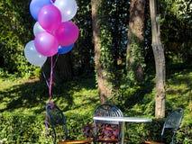 Смешивание красочных воздушных шаров стоковые фотографии rf