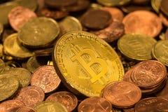 Смешивание монетки евро Bitcoin стоковое фото