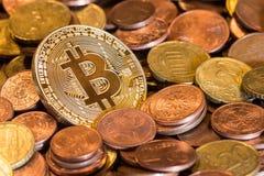 Смешивание монетки евро Bitcoin стоковые изображения