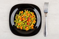 Смешивание моркови, зеленых фасолей, зеленых горохов, сладостного перца, мозоли Стоковые Изображения