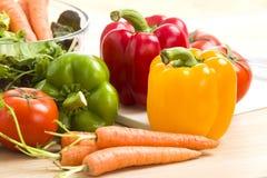Смешивание овощей на салате Стоковые Фото