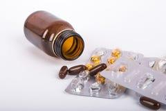 Смешивание пилюлек и медицинской бутылки Стоковые Фото