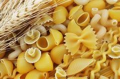 Смешивание разнообразий форм макаронных изделий стоковое фото rf