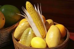 Смешивание свежих сырцовых зрелых плодоовощей сока Стоковое Фото