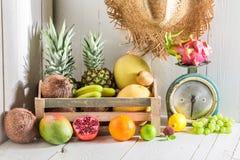 Смешивание свежих тропических плодоовощей стоковое фото rf