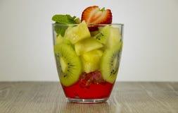 Смешивание свежих фруктов и ягод стоковое фото rf