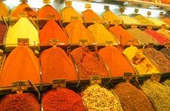 Смешивание специй на азиатском рынке Стоковые Изображения RF