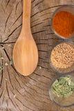 Смешивание специй на деревянной предпосылке Стоковое Изображение