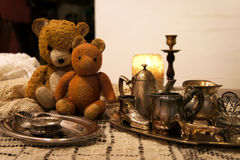 Смешивание старых серебра и блюда и figurines бронзы Стоковое Изображение RF