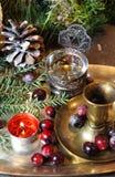 Смешивание старых серебра и блюда и figurines бронзы Стоковые Фото