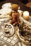 Смешивание старых серебра и блюда и figurines бронзы Стоковое Фото