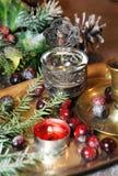Смешивание старых серебра и блюда и figurines бронзы Стоковая Фотография RF