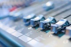 смешивать пульта тип нот s смесителя оборудования dj ядровый Стоковое Фото