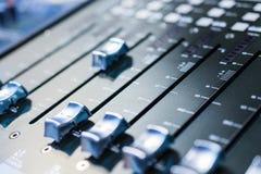 смешивать пульта тип нот s смесителя оборудования dj ядровый Стоковая Фотография RF