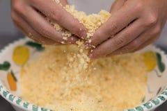 Смешивая ванильные печенья shortbread Стоковые Фотографии RF