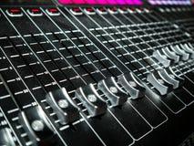 Смешивая консоль на студии звукозаписи Стоковые Фотографии RF