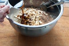 Смешивая granola Стоковая Фотография