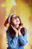 Смешная девушка битника внутри supersize носить eyeglasses Стоковые Фото