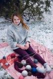 Смешная девушка битника в связанном свитере Стоковые Фото