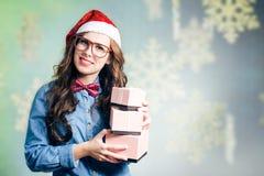 Смешная девушка битника в супер eyeglasses размера Стоковое Изображение