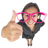 Смешная девушка показывая большой палец руки вверх стоковое фото rf