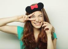 Смешная женщина делая знак руки Стоковое Изображение RF