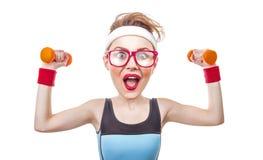 Смешная женщина спорт с гантелью Стоковая Фотография