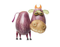 Смешная корова сделанная из баклажана и картошки Стоковое фото RF
