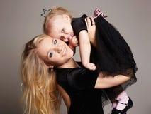 Смешная мать и дочь семья счастливая Стоковое фото RF