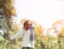 Смешная положительная маленькая девочка Стоковое фото RF