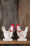 Смешная радушная белая древесина кухни коттеджа страны петуха цыпленка Стоковое Изображение RF