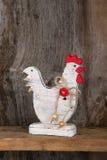 Смешная радушная белая древесина кухни коттеджа страны петуха цыпленка Стоковое Изображение